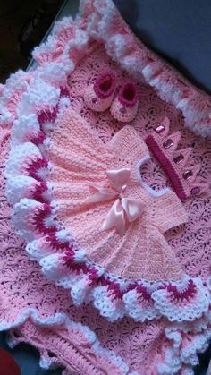 White crochet baby dress set w Beau Crochet, Crochet Baby Blanket Beginner, Crochet Baby Dress Pattern, Baby Girl Crochet, Crochet Baby Clothes, Crochet For Kids, Baby Knitting, Knit Crochet, Crochet Crown