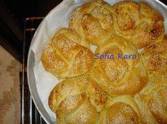 ACMA τουρκικό Στην Κωνσταντινουπολη αλλα και στην Ξάνθη το έχουν για πρωινό!Το τρώτε είτε σκέτο σαν ψωμάκι (Πιο αφράτο ψωμάκι δεν έχω φάει)!Αν θέλετε το γεμίζετε με μαρμελάδα (εγω σε μερικά έβαλα βερυκοκο!),πραλίνα ότι σας αρέσει!Είναι πολύ …