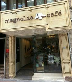 decoracion_exterior_comercios_cafeterias_restaurantes_sencillo_blog_apm_interiorismo_diseño_9 Liquor Cabinet, Storage, Blog, Furniture, Ideas, Home Decor, Simple, Past Tense, Street