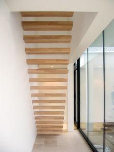 Zwevende trap met eik treden