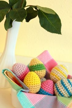 See how to crochet bunny patterns to use as quick and easy free Easter crochet patterns! Use bunny crochet patterns to make adorable decorations and gifts for every Easter basket. Picot Crochet, Crochet Food, All Free Crochet, Crochet Crafts, Crochet Yarn, Yarn Crafts, Crochet Projects, Easter Egg Pattern, Easter Crochet Patterns