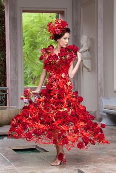♥ ✿⊱╮ Phenomenal ♥ ✿⊱╮ - Flowers in fashion Botanical Fashion, Floral Fashion, Fashion Art, Fashion Show, Fashion Design, Flower Dresses, Pretty Dresses, Flower Costume, Mannequins