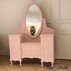 Autentico Antique Rose på et toiletmøblet