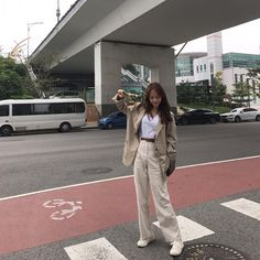 할아부지 재킷 알라킷 #제이블 Korean Fashion Trends, Korean Street Fashion, Korea Fashion, Asian Fashion, Girl Fashion, Fashion Outfits, Womens Fashion, Beige Outfit, Casual Outfits