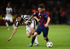 Lionel Messi of Barcelona goes past Andrea Barzagli of Juventus during the UEFA Champions League Final between Juventus and FC Barcelona at Olympiastadion on June 2015 in Berlin, Germany. Messi Pictures, Messi Photos, Messi 2015, Uefa Champions League, Best Player, Lionel Messi, Fc Barcelona, Manchester United, Victorious