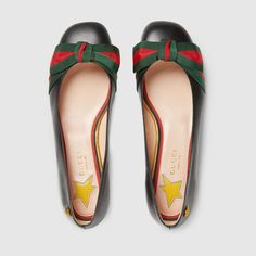 My stars in my heel beds! Oh my, I think these flats speak better Italian than I do! Orgogliosi: red and green ribbons.