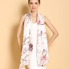Vkusný a moderný dámsky hodvábny šál v jemných farbách