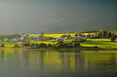 https://flic.kr/p/cWUMLd | Isfjorden in low, evening sun | North of Åndalsnes, Norge