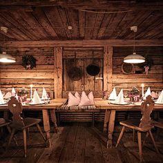 Located Near Aktiv Chalet Design, Chalet Chic, Chalet Style, Ski Decor, Chalet Interior, Build A Closet, Mountain Designs, Dream Furniture, Rustic Elegance