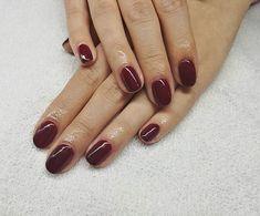 Manicura semipermanente ORLY. #manicura #manicuraorly #orlyfx #orly #manicuravegana #nails #shine #shinenails #nailsalonbarcelona #lifestyle #manicure #manicurasemipermanente #barcelona #beauty #vegano #manicuravegana #revivenailbeauty #red #rednails
