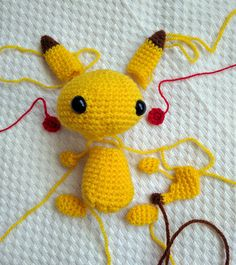 partes-pikachu-amigurumi Pikachu, My Pokemon, Yarn Crafts, Diy And Crafts, Crotchet Patterns, Tweety, Quilts, Knitting, Fictional Characters