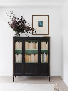 bookcase styling inspiration via est magazine. / sfgirlbybay