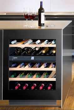 De Liebherr UWT 1682 Vinidor is momenteel de meest verkochte onderbouw wijnklimaatkast. De nieuwe techniek die door Liebherr is verwerkt in deze design wijnkast doet de monden open gaan. Men hoeft slechts zachtjes tegen de linker bovenhoek te duwen en … Continue reading →