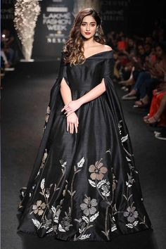 Here is your dose of Bollywood fashion from Lakme Fashion Week 2017 Indian Designer Outfits, Designer Gowns, Indian Outfits, Latest Indian Fashion Trends, Indian Fashion Modern, Korean Fashion, Latest Trends, Latest Styles, Trends 2018