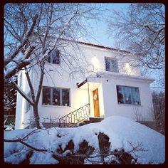 Funkisbloggen: Kök Scandinavian Home, Little Houses, Bauhaus, Modern Architecture, Functionalism, Cottage, Exterior, Building, Basement