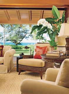 Exotic Interior Tropical Villa in Hawaii Pics: Living Room Hawaiian Cottage with Tropical Flowers and Plants