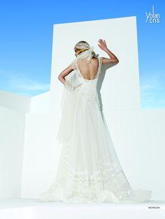 YolanCris bruidsjurk 2014 | Bohemian vintage lace beach wedding!