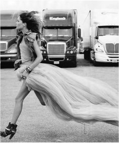 I want an amazing reason someday to run in a dress and heels and i dont mean a little jog i mean a sprint