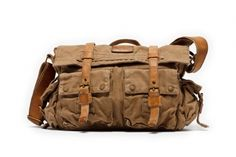 We want this weathered messenger by @GhurkaUSA for our travels!
