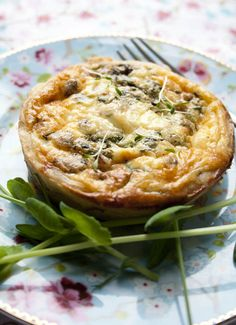 quiche with chicken I Love Food, Good Food, Yummy Food, Flan, Mini Quiche Recipes, My Favorite Food, Favorite Recipes, Quiche Dish, Mini Quiches