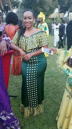 Malian Fashion bazin #Malifashion #Malianfashion #bazin #Africanfashion #Westafricanfashion #Mali #Bamako #malianwomenarebeautiful #dimancheabamako #mussoro #malianwedding #bazinriche #malianbride #lesmaliennesontbelles #lesafricainessontbelles #brodé #brocade #teinture #gala #waxoutfits #ankara #dalifini #vlisco #getzner #lesmaliennesontbelles Latest African Fashion Dresses, African Inspired Fashion, African Print Dresses, Africa Fashion, African Dress, African Attire, African Wear, African Women, Modem