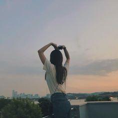 Korean Photography, Cute Photography, Cute Girl Poses, Cute Girls, Aesthetic Photo, Aesthetic Pictures, Uzzlang Girl, Girl Tips, Tumblr Girls