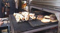 Cocinando Spanish Hot Dogs en el JOSPER