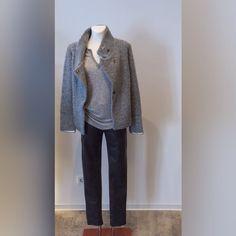 Schick in Grau. Jacke und Shirt von Ams Pure (Aldo Martins)