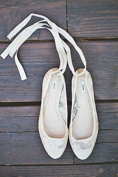 20 Adorable, dance-floor approved flats for your wedding day - Wedding Party. Love the ballet tie up looks! Trendy Wedding, Wedding Day, Party Wedding, Wedding Suite, Wedding Vows, Gold Wedding, Perfect Wedding, Wedding Reception, Wedding Cakes