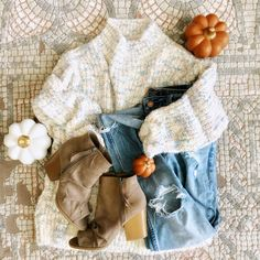 Women's fall outfit #fallfashion #falloutfits #casualstyle #sweater