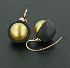 Golden South Sea Pearl, Ebony Wood and 18K Rose Gold Ear Pendants by James de Givenchy #Taffin #JamesdeGivenchy #Earring