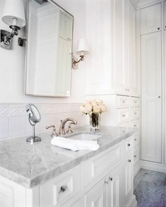 Jamie Herzlinger Interiors - May issue of Traditional Home magazine - White and marble bathroom Powder Room ideas Bathroom Renos, White Bathroom, Bathroom Marble, Design Bathroom, Bathroom Ideas, Modern Bathroom, Classic Bathroom, Downstairs Bathroom, Bathroom Cabinets