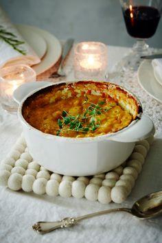 Bataattilaatikko | K-ruoka #joulu Raw Food Recipes, Vegetable Recipes, Cooking Recipes, Healthy Recipes, Healthy Food, I Love Food, Good Food, Yummy Food, Finnish Recipes