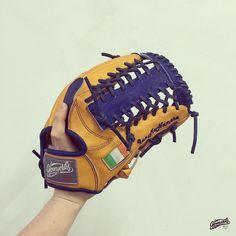 Gloveworks x Ian - Pro kip glove with Irish Flag. Build your custom glove with gloveworks.net