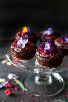 This easy recipe for raw chocolate cheesecakes with raw chocolate ganache topping is the perfect guilt free dessert! Dairy, gluten & refined sugar free...