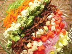 コブ・サラダ、自家製サウザンアイランド・ドレッシングで