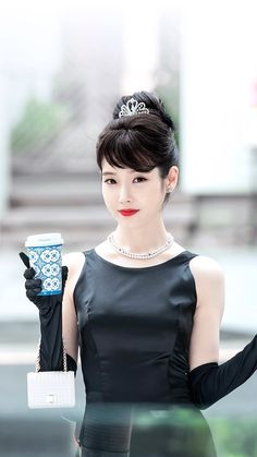 The all black dress with black gloves is the most iconic fashion and IU proves that Audrey Hepburn's iconic look will never go out of style. This is one of the iconic outfits from Korean drama <Hotel Del Luna>. Luna Fashion, All Black Dresses, All Black Looks, K Idol, Korean Artist, Dramas, Korean Actresses, Korean Singer, Iu Moon Lovers