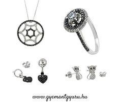 Fehér és fekete gyémántokkal díszített fehérarany ékszerek.