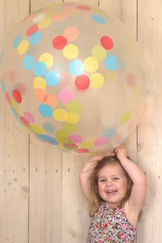 XXL confetti balloons by a little lovely company Clear Balloons, Giant Balloons, Confetti Balloons, Diy Confetti, Summer Parties, Summer Kids, Fun Activities For Kids, Crafts For Kids, A Little Lovely Company