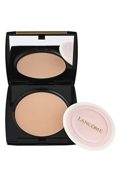 Double-duty! Can be used as foundation or powder. Used wet or dry.