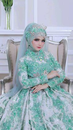 Muslim Wedding Gown, Muslim Wedding Dresses, Muslim Brides, Wedding Hijab, Wedding Bride, Bridesmaid Dresses, Beautiful Muslim Women, Beautiful Girl Image, Beautiful Hijab