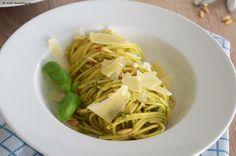 Booah wie lecker das war 😛! Selbstgemachtes Pesto alla Genovese an feinen Spaghetti n*5! ❤️ Und das ist sooo einfach, das müsst ihr dast mal selbst versuchen! 😍 #lecker #leckerschmecker #pesto #pestoallagenovese #selfmade Spaghetti, Pesto, Cabbage, Vegetables, Ethnic Recipes, Food, Italian Kitchens, Swiss Guard, Diy Home Crafts