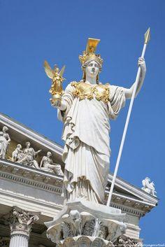 Athena, parlement Pallas - Déesse grecque du comportement héroïque et de la philosophie, associée à la ville d'Athènes depuis des temps immémoriaux : les deux se cofondent. Une qui femme a créé la ville ?