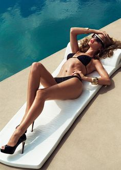 Pool Goddess – Rosie Huntington-Whiteley luxuriates poolside for the January 2012 cover shoot of Harper's Bazaar UK lensed by Tom Munro. Rosie Huntington Whiteley, Plymouth, Vogue Brazil, Creation Photo, Victoria's Secret, Laetitia Casta, Usain Bolt, Beach Wear, Beach Babe