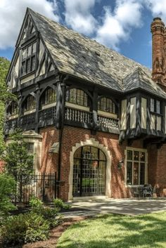 Beautiful Buildings, Beautiful Homes, Tudor Style, Historical Architecture, House Goals, Victorian Homes, Old Houses, My Dream Home, My House