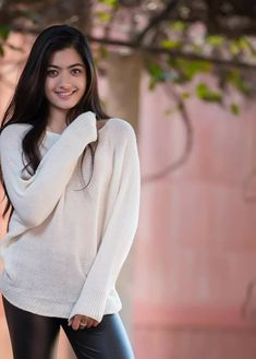 15 Hot & Beautiful Photos of Rashmika Mandanna Beautiful Girl In India, Beautiful Girl Photo, Cute Girl Photo, Stylish Girls Photos, Stylish Girl Pic, Girl Photos, Beauty Full Girl, Beauty Women, Beautiful Celebrities