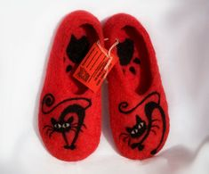 Felted wool slippers/Black Cat/ Christmas gift by PolIArtFelt