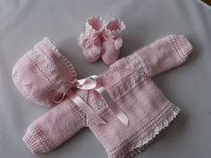 "Pink baby sweater; baby yarn + perle cotton. Raglan. Ruffles. Cuffs, 2x2 ribbing with twisted stitches (mini cable). ""Punto de uña"". Matching bootees and star-crown bonnet. ~~ Mis puntadas: Entre bordados y costuras by Chelo Vicente"
