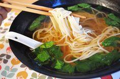 Soupe de nouilles au bouillon clair / J'ai toujours aimé le jaune moutarde Nouvel An, Ethnic Recipes, Food, Cooking Recipes, Original Recipe, Noodles, Mustard, Essen, Meals