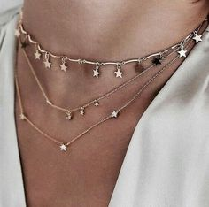 You love elegant and stylish necklaces? 1 online shop for women's accessories! We have inexpensive and elegant accessories. Dainty Jewelry, Cute Jewelry, Jewelry Box, Jewelry Accessories, Fashion Accessories, Jewelry Necklaces, Fashion Jewelry, Jewelry Design, Jewlery